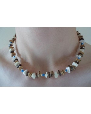 ELASTIC KHAKI BROWN SQUARE SHELL WITH COCO POKALET NECKLACE