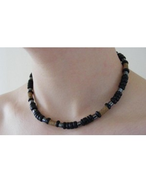 COCO BEAD AND HEMATITE SURFER STYLED NECKLACE [BLACK]