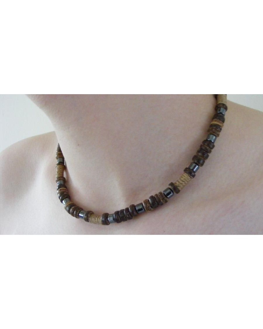 COCO BEAD AND HEMATITE SURFER STYLED NECKLACE [BROWN]
